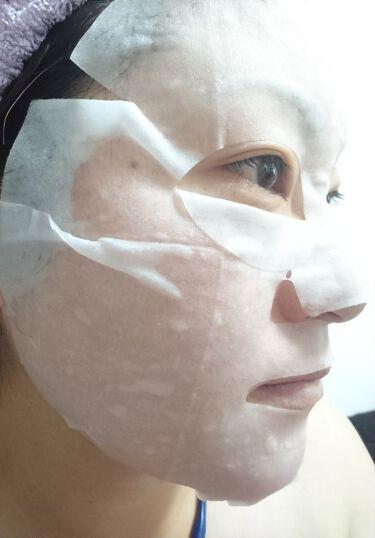 【画像付きクチコミ】入浴剤の「エプソムソルト」の良さをシートマスクにも配合したエプソムパック。しっかりとしたシートに、美容液がたっぷり染み込んでいます。少し大きめだけど、折り曲げたりすればイケるので大丈夫(´_ゝ`)思ったよりサラッとしていてベタつかず、...