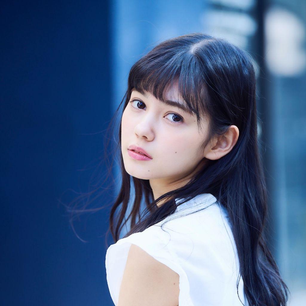 今注目のモデル・愛花(エリカ)さんの愛用コスメが知りたい!のサムネイル