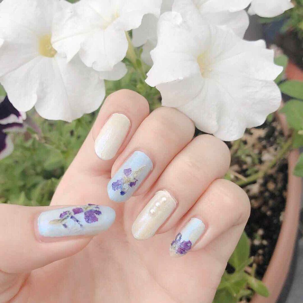 春は指先からやってくる。ゆるふわお花ネイルで季節を先取り♡のサムネイル