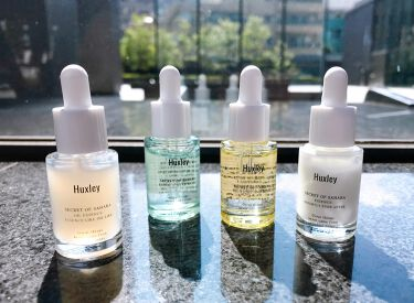【ハクスリー美容液比較☝️】  ハクスリーの美容液は、全部で4種類。 みなさんのお気に入りはどれですか?  ▼エッセンス;グラブウォーター 軽いつけ心地で、素早く浸透する、ウォータータイプエッセンス。 オイリー肌、混合肌の方におすすめです。  ▼オイルエッセンス;エッセンスライク オイルライク オイルとエッセンスがバランスよく配合されたハイブリッドなオイル美容液。 すべての肌タイプの方におすすめです。  ▼オイル;ライトアンドモア 軽やかな質感でありながら高保湿を実現したフェイシャルオイル。 乾燥肌の方におすすめです。  ▼エッセンス;ブライトリーエバーアフター 肌にすっと馴染み、透明感 のある肌へ導くブライトニングエッセンス。 すべての肌タイプの方におすすめです。  なお、公式HP(https://huxley.jp/essence-deluxe-complete/)限定で、4種類の美容液が入ったトライアルセットが【期間限定15%オフ】❣  ぜひこの機会をお見逃しなく♪