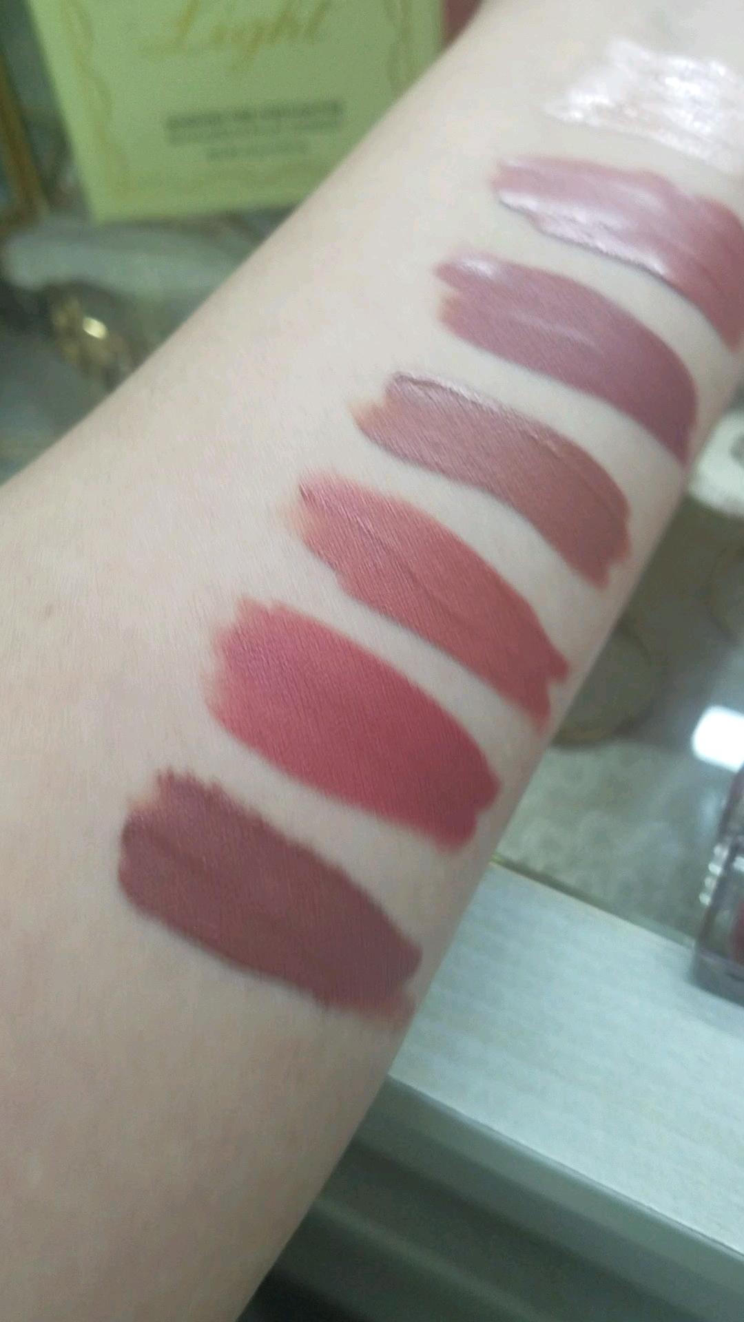 【動画付きクチコミ】ただただ最近使ってる自分的秋色味?の💄カラーポップのカラーレビューです(`・ω・´)ゞ😅元々赤い唇なので、あんまりシアーな物は買いませんムラになりやすい物も嫌いセザンヌはヒリヒリ、ちふれも☓な唇です。上から○カラーポップウルトラグロッ...