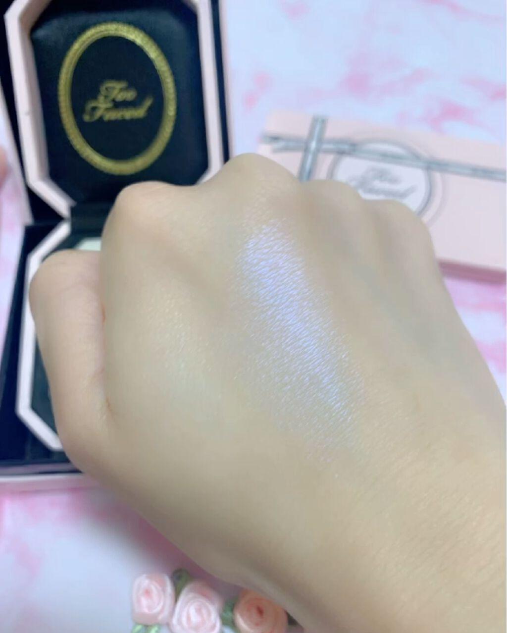 ダイヤモンドライト ハイライター ブラシ/Too Faced/メイクブラシを使ったクチコミ(4枚目)
