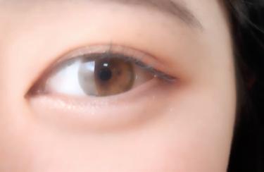【動画付きクチコミ】⚠️目のドアップ⚠️友達が激推ししてくれたカラコンで、物は試し!って思って買ったんだけど、、、すっごい可愛くてナチュラル!!!もっと黄色っぽい発色になるかなーって思ってたけど全然そんな事なかった!もともとの目の色が茶色い方だからかもし...