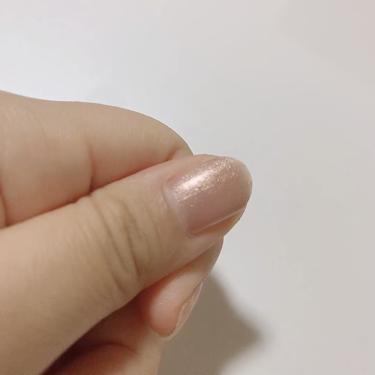 【動画付きクチコミ】peeloffmanicure💅¥108この色はシュガーベージュといって、ワンチャン素の爪と同じ色では?というほどの薄いベージュですが、細かいラメの粒子がとってもかわいくって上品なネイルでした🤤どぎつい発色が苦手な方にはおすすめです🥰...