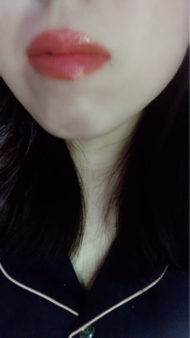 【動画付きクチコミ】⚠️2枚目〜唇💋写真と動画あります⚠️オペラのバーガンディが気に入って、ブルベオススメの#ピンクレッドも購入💜くっそー、これも一軍確定ですわ🤦🏻♀️💦私の薄い唇をふっくら肉感UP➕光の加減でピンクにもレッドにも見えるっていう魔性のア...