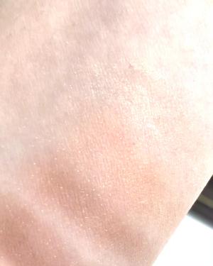 【動画付きクチコミ】キャンメイクパーフェクトマルチアイズサナエクセルスキニーリッチシャドウどちらとも若干色が似ていたので比べてみました👧🏻🎶👁パーフェクトマルチアイズはマット、スキニーリッチシャドウは小粒のラメ入りです*\(^o^)/*❤︎私はキラキラし...