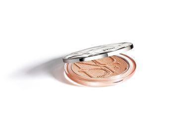 02月22日発売 Dior ディオールスキン ミネラル ヌード ルミナイザー パウダー