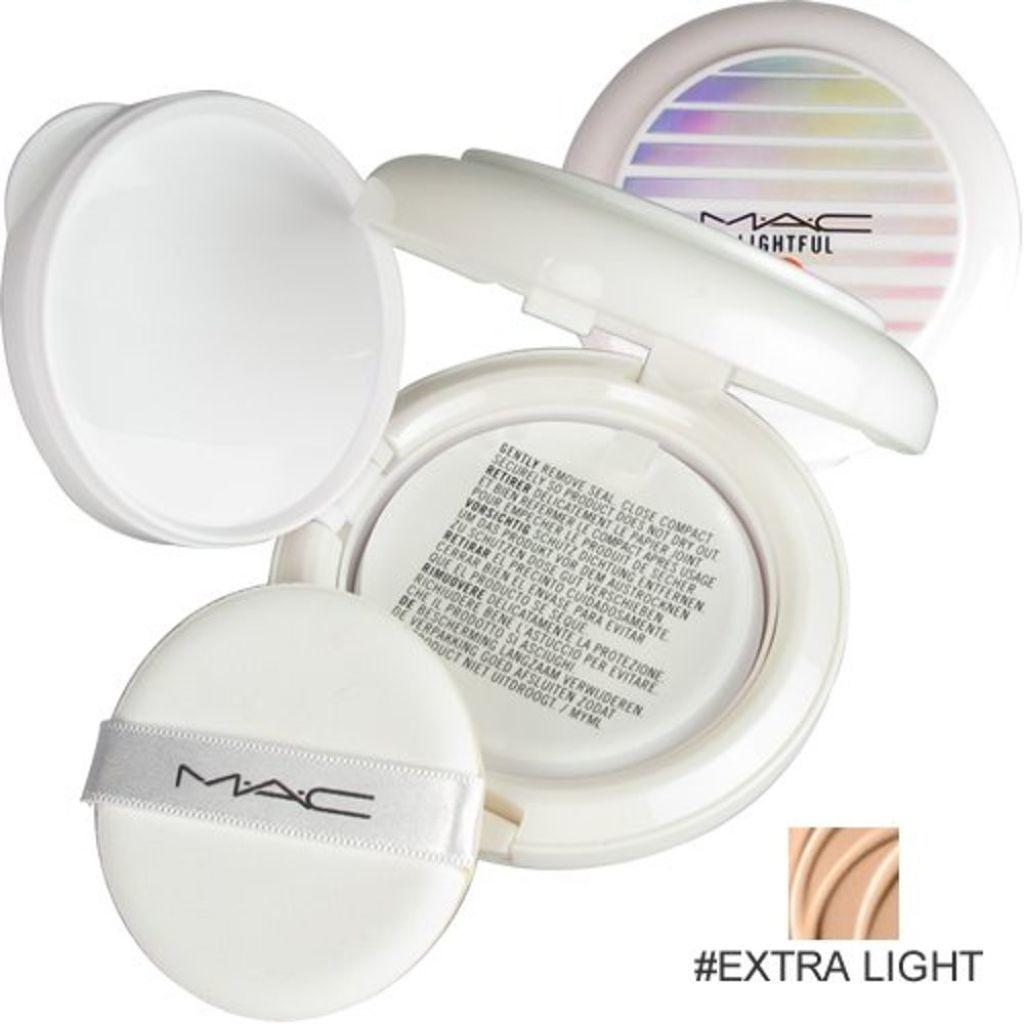 M・A・C ライトフル C SPF 50 クイック フィニッシュ コンパクト
