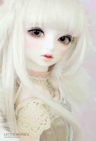 蠱惑的な白人人形ちゃん